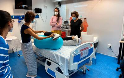 Movimiento de la pelvis y sus posturas durante el embarazo y el parto