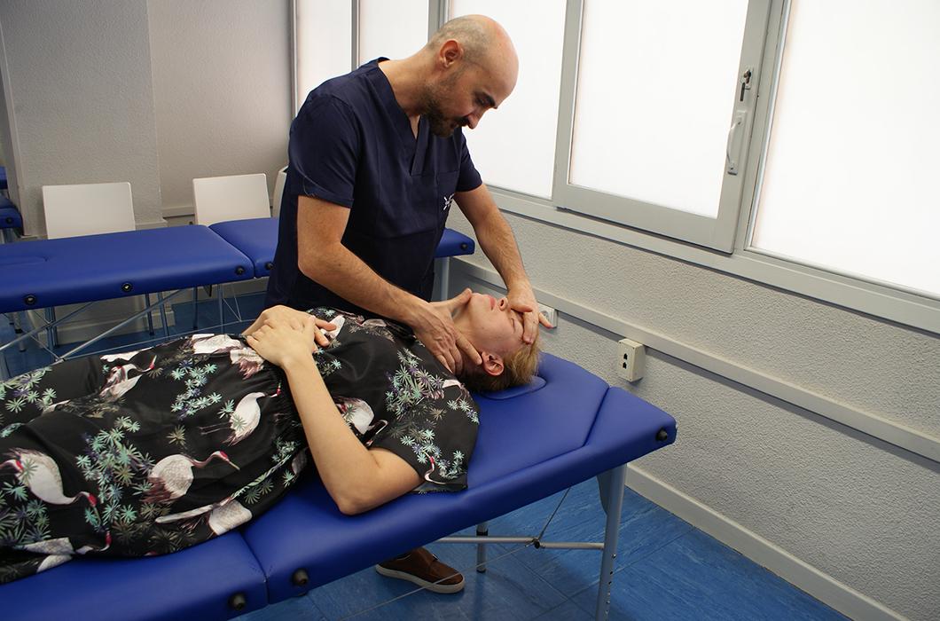 experto practica fisioterapia