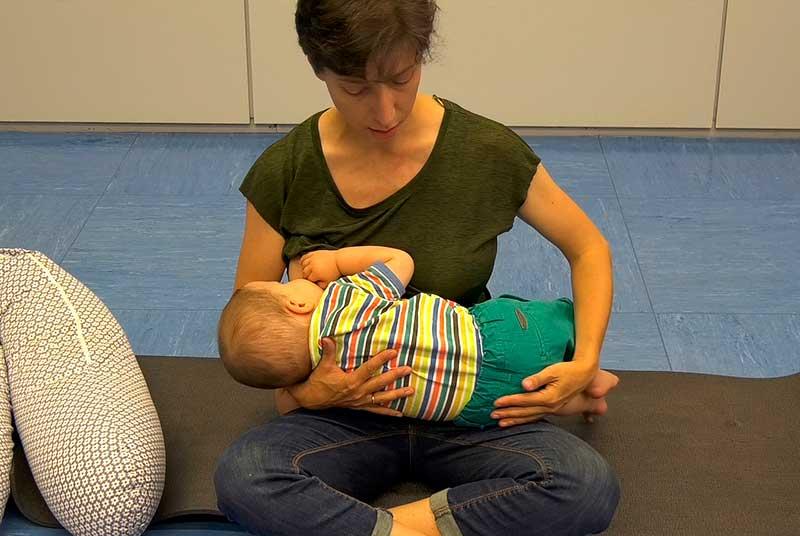 La matrona Julita Fernández durante una clase del experto de Lactancia Materna de Fuden