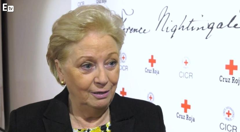 Una enfermera española recibe la medalla Florence Nightingale como reconocimiento a su contribución a la profesión enfermera